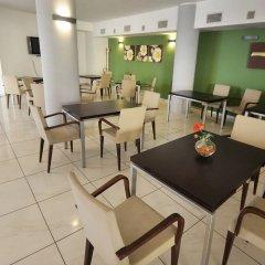 Отель Palm Beach Hotel Италия, Чинизи - 1 отзыв об отеле, цены и фото номеров - забронировать отель Palm Beach Hotel онлайн гостиничный бар