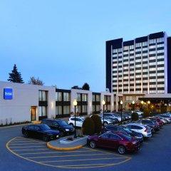 Отель Travelodge by Wyndham Hotel & Convention Centre Quebec City Канада, Квебек - отзывы, цены и фото номеров - забронировать отель Travelodge by Wyndham Hotel & Convention Centre Quebec City онлайн парковка