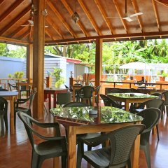 Отель Charming Holiday Lodge Мальдивы, Хулхудху (Атолл Адду) - отзывы, цены и фото номеров - забронировать отель Charming Holiday Lodge онлайн Хулхудху (Атолл Адду) питание фото 2