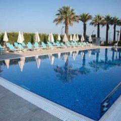 Premium Beach Hotel бассейн