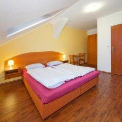 Отель Capri House Чехия, Прага - 10 отзывов об отеле, цены и фото номеров - забронировать отель Capri House онлайн комната для гостей фото 4