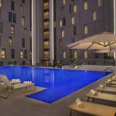Отель Hampton by Hilton Dubai Airport бассейн фото 2
