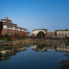 Отель Tongli Lakeview Hotel Китай, Сучжоу - отзывы, цены и фото номеров - забронировать отель Tongli Lakeview Hotel онлайн приотельная территория фото 2