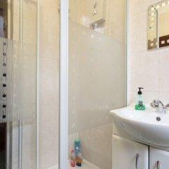 Отель Хостел Bloomsbury Rooms with Shared Bathrooms Великобритания, Лондон - отзывы, цены и фото номеров - забронировать отель Хостел Bloomsbury Rooms with Shared Bathrooms онлайн ванная фото 2