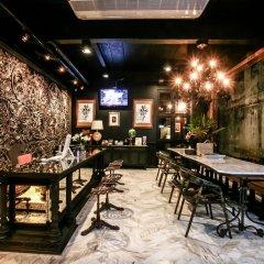 Отель L'atelier Poshtel Phuket - Hostel Таиланд, Пхукет - отзывы, цены и фото номеров - забронировать отель L'atelier Poshtel Phuket - Hostel онлайн гостиничный бар