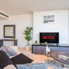 Апартаменты Luxury Apartment Steps Away From Everything! Дубай комната для гостей фото 4