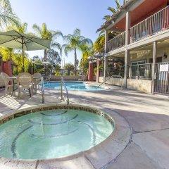 Отель Milpitas Inn бассейн