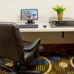Holiday Inn Express Hotel and Suites Mankato East интерьер отеля