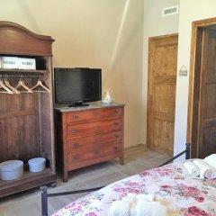 Отель Casa Nina B&B Боргомаро сейф в номере