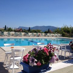 Mediterranean Hotel Apartments & Studios бассейн