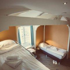 Отель Tourist Inn Budget Hotel - Hostel Нидерланды, Амстердам - 1 отзыв об отеле, цены и фото номеров - забронировать отель Tourist Inn Budget Hotel - Hostel онлайн комната для гостей фото 3