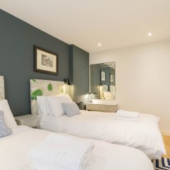 Отель 2 Bed, 2 bath flat in Covent Garden сейф в номере