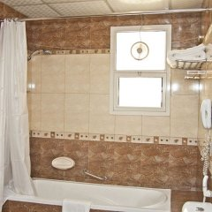 Отель Regent Beach Resort ОАЭ, Дубай - 10 отзывов об отеле, цены и фото номеров - забронировать отель Regent Beach Resort онлайн ванная