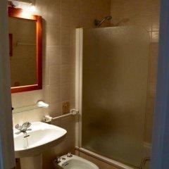 Отель Bungalows Ses Malvas Испания, Кала-эн-Бланес - 1 отзыв об отеле, цены и фото номеров - забронировать отель Bungalows Ses Malvas онлайн ванная