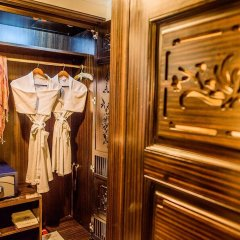 Imperial Hotel Hue сейф в номере