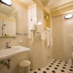 Отель Loggiato Dei Serviti Италия, Флоренция - 3 отзыва об отеле, цены и фото номеров - забронировать отель Loggiato Dei Serviti онлайн ванная