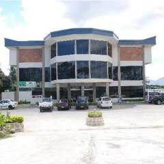 Trans International Hotel парковка