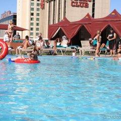 Отель Plaza Hotel & Casino США, Лас-Вегас - 1 отзыв об отеле, цены и фото номеров - забронировать отель Plaza Hotel & Casino онлайн бассейн