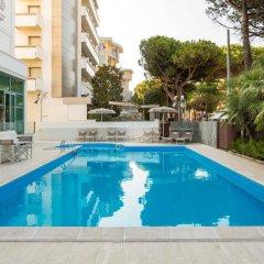 Hotel Continental Rimini Римини бассейн