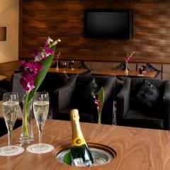 Отель DoubleTree by Hilton London Victoria гостиничный бар