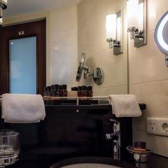Отель Hotelships Holland - MS Charles Dickens Германия, Кёльн - отзывы, цены и фото номеров - забронировать отель Hotelships Holland - MS Charles Dickens онлайн ванная
