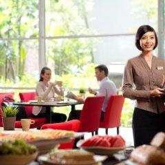 Отель PARKROYAL Serviced Suites Kuala Lumpur Малайзия, Куала-Лумпур - 1 отзыв об отеле, цены и фото номеров - забронировать отель PARKROYAL Serviced Suites Kuala Lumpur онлайн питание