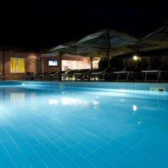 Отель Grand Hotel Yerevan Армения, Ереван - 4 отзыва об отеле, цены и фото номеров - забронировать отель Grand Hotel Yerevan онлайн бассейн фото 2