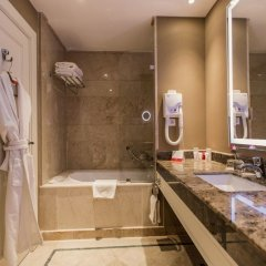 Гостиница Ramada Plaza Astana Hotel Казахстан, Нур-Султан - 3 отзыва об отеле, цены и фото номеров - забронировать гостиницу Ramada Plaza Astana Hotel онлайн ванная фото 2