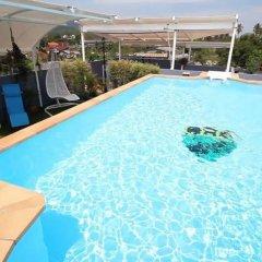 Отель Chalong Mansion бассейн