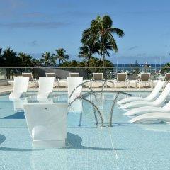 Ilikai Hotel & Luxury Suites бассейн