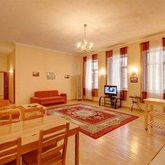 Апартаменты STN Apartments by the Hermitage Санкт-Петербург комната для гостей фото 5