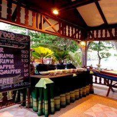 Отель First Bungalow Beach Resort питание фото 3