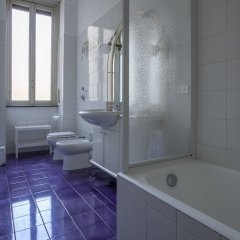 Отель Italianway - Leonardo da Vinci 7 Милан ванная