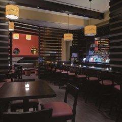 Отель Hilton New York Fashion District США, Нью-Йорк - отзывы, цены и фото номеров - забронировать отель Hilton New York Fashion District онлайн гостиничный бар