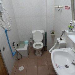 Отель Khaosan River Inn Hostel Таиланд, Бангкок - отзывы, цены и фото номеров - забронировать отель Khaosan River Inn Hostel онлайн ванная