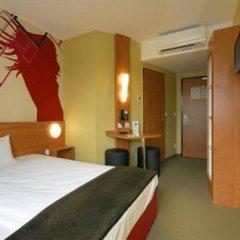 B&B Hotel Dusseldorf-Airport сейф в номере