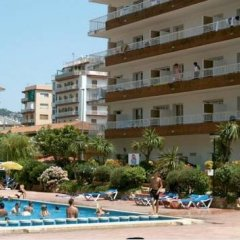 Отель Apartamentos Lotus Испания, Бланес - отзывы, цены и фото номеров - забронировать отель Apartamentos Lotus онлайн бассейн фото 3