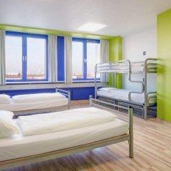 Отель Generator Berlin Prenzlauer Berg Кровать в общем номере с двухъярусной кроватью фото 16