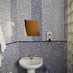 Отель Hostal La Casa de La Plaza ванная фото 2