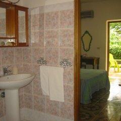 Отель La Via Del Mare Италия, Аренелла - отзывы, цены и фото номеров - забронировать отель La Via Del Mare онлайн ванная