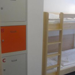 Hostel Florenc сейф в номере