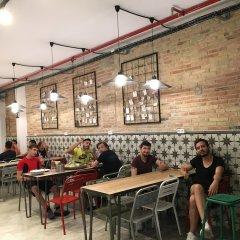 Отель Hola Hostal Collblanc гостиничный бар