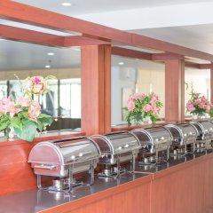 Отель R-Con Wong Amat Suite гостиничный бар фото 2
