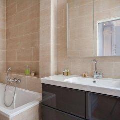 Отель onefinestay - Parc Monceau Apartments Франция, Париж - отзывы, цены и фото номеров - забронировать отель onefinestay - Parc Monceau Apartments онлайн ванная