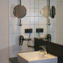 Отель LiViN Residence by Fleming´s Frankfurt - Seilerstraße Германия, Франкфурт-на-Майне - 1 отзыв об отеле, цены и фото номеров - забронировать отель LiViN Residence by Fleming´s Frankfurt - Seilerstraße онлайн ванная