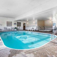Отель Quality Inn and Suites Summit County бассейн