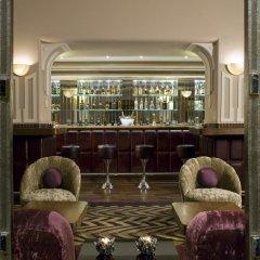 Отель Vivanta Ambassador, New Delhi Индия, Нью-Дели - отзывы, цены и фото номеров - забронировать отель Vivanta Ambassador, New Delhi онлайн гостиничный бар