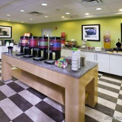 Отель Hampton Inn Suites Sarasota/Bradenton Airport питание