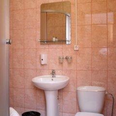 Гостиница Александр Хаус Спорт в Барнауле отзывы, цены и фото номеров - забронировать гостиницу Александр Хаус Спорт онлайн Барнаул ванная