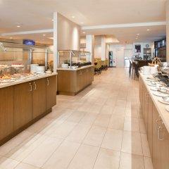 Отель Holiday Inn Vancouver Centre Канада, Ванкувер - отзывы, цены и фото номеров - забронировать отель Holiday Inn Vancouver Centre онлайн питание фото 3